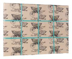 Piękny materiał w motyle obleka naszą tablicę dekoracyjną a turkusowe tasiemki stanowią świetne dopełnienie całości.