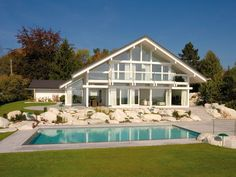 Huf haus and pool - lovely Need a warm climate for this Huff House, My House, House Art, House Viewing, Duplex House, Amazing Buildings, Amazing Spaces, Wooden House, Kit Homes
