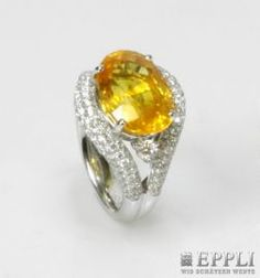 Ladies ring set with a yellow sapphire approximately 6.8 cts and Diam -. Brilliant-cut approximately 1.5 cts, TW / SI. WG 18 K. Ring size about 50 * Leg. 750/000 * 8.6 g weight Call price: 3.500,00 €