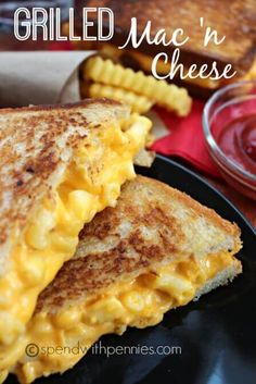 These Grilled Mac and Cheese Sandwiches are going to be your new favorite go-to sandwich recipe. They combine two childhood favorites that you'll love! via @bestblogrecipes
