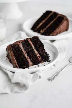 A decadent, dark chocolate cake layered between clouds of rich, fluffy chocolate buttercream. A chocolate lover's dream! This double dark chocolate layer cake is sure to become a family favorite for every occassion! Double Chocolate Cake, Dark Chocolate Cakes, Homemade Chocolate, Chocolate Lovers, Chocolate Recipes, Chocolate Buttercream, Layer Cake Recipes, Dessert Recipes, Macaron