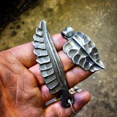 alecsteeleblacksmith:  I did a little experimentation with some @faramforge inspired leaf and feather forms! His incredible stylised leaves were one of the many reasons I was so excited to get him out here to be a guest instructor at my blacksmithing school! I am honoured, despite having only been an observer as I was organising it all, to have been able to absorb some of the ways he likes to move metal! I am looking forward to trying to find ways to incorporate this influence in future proj...