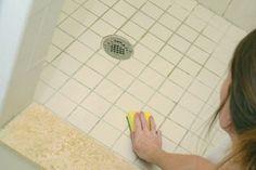 Trucos caseros para quitar el moho de los azulejos del baño. Cómo eliminar el moho y la humedad en el baño. Tips para quitar manchas de moho y humedad