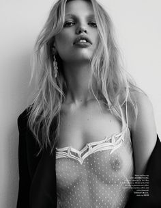 Daphne Groeneveld gets her closeup on the cover of The Fashionable Lampoon Issue Photographed by Zoey Grossman, the blonde beauty wears a Fendi dress w Daphne Groeneveld, Fendi Dress, Lingerie Fine, Lingerie Shoot, Tom Ford Beauty, Blonde Beauty, Fashion Pictures, Most Beautiful Women, Chic