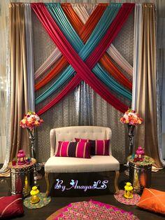 Elegant and nice Menhdi set up Crecen algo mejor que 1 antes ful después Wedding Hall Decorations, Desi Wedding Decor, Diy Diwali Decorations, Marriage Decoration, Mehendi Decor Ideas, Mehndi Decor, Ganpati Decoration Design, Backdrops For Parties, Home Decor Bedroom