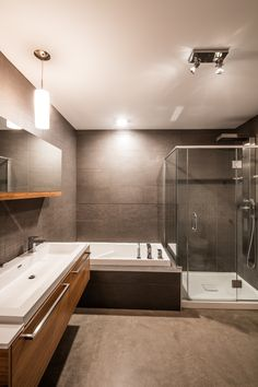 Salle de bain KnightsBridge Condo, Bathtub, Bathroom, Design, Home Decor, Room, Standing Bath, Washroom, Decoration Home