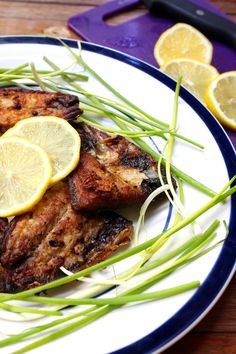 Fried Bangus in Vinegar marinate is a staple dish in the Philippines. #sunnydaysrecipes  I sunnydaysrecipes.com