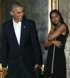 President Barack Obama, his daughter Sasha and first lady Michelle Obama tour the Museum of the City of Havana in Havana, Cuba March REUTERS/Jonathan Ernst Black Presidents, Greatest Presidents, American Presidents, American History, Michelle Obama, Barack Obama Family, Malia Obama, Obamas Family, Obama President