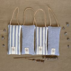 Hang a few near your sewing machine & find them easily. Lavender Crafts, Lavender Bags, Lavender Sachets, Diy Craft Projects, Sewing Projects, Scented Sachets, Fibre And Fabric, Hessian, Tampons