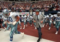 Exclusive: 25 years later, DMN's David Moore recalls Tom Landry's final hours with Cowboys