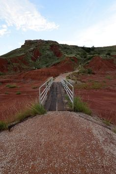 Oklahoma has an abundance of spectacular hiking trails. From lush greenery to lakeside views, these 10 easy hikes all need to be added to your outdoor bucket list. Hiking Spots, Hiking Trails, Oklahoma City Things To Do, Natural Waterfalls, Travel Oklahoma, Oklahoma Cabins, Vacation Places, Vacation Ideas, Le Far West