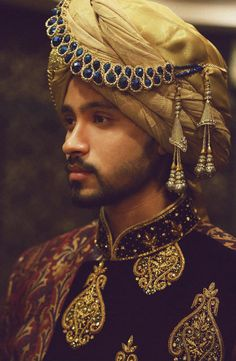 Jewels for Groom? Channel Your Inner Shah-zad These days pretty jewels are all the rage among grooms that make them look like nobility of the olden days. Indian Men Fashion, Arab Fashion, Fashion Wear, Mens Fashion, Groom Fashion, Wedding Dresses Men Indian, Wedding Dress Men, Wedding Men, Wedding Groom