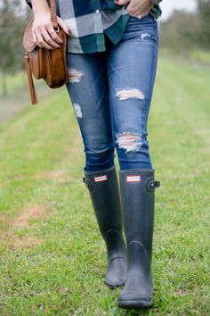 Plaid, distressed jeans and hunter boots.