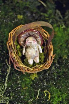 Sandra arteaga A baby shroom. Fimo Clay, Polymer Clay Charms, Model Magic, Magical Tree, Grunge Art, Clay Baby, Forest Fairy, Paperclay, Weird Creatures