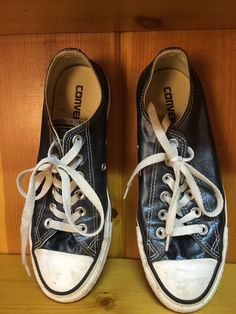 2810f5bffe These Converse tennis shoes are gently used and ready to go!
