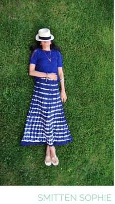 Sophie in Design History #SmittenSophie #designhistory #fashionblogger #tiedyemaxi #maxidress #relax