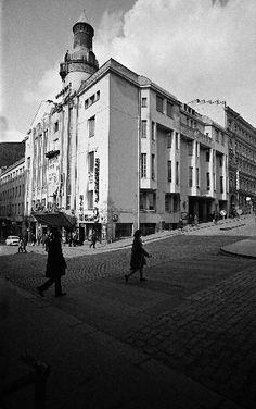 Heimolan talo. Purettu 1969. Helsingin kaupunginmuseo Kari Hakli 1969 Map Pictures, Helsinki, Old Photos, Finland, Maps, Nostalgia, Street View, Architecture, Vintage