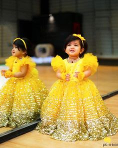 Baby Girl Dress Ideas for A Princess Photoshoot Kids Party Wear Dresses, Kids Dress Wear, Kids Gown, Little Girl Dresses, Girls Dresses, Girls Frock Design, Baby Dress Design, Baby Frocks Designs, Kids Frocks Design