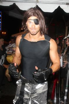 Pin for Later: These Stars Had the Best Pop Culture Halloween Costumes This Year Snake Plissken Twilight star Kellan Lutz honored Snake Plissken, Kurt Russell's character from Escape From New York.