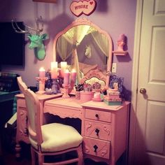 Pastel goth room and vanity. ahhhhhhhhhh not sure about the plaque..... but the rest is pretty!