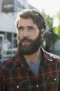 This beard oil is completely fragrance-free. Makes your beard more manageable and less frizzy, shine and look healthy. No more beard itch and beardruff. This oil is quickly absorbed deep into your skin. Hot Men, Hot Guys, Sexy Men, Long Beard Styles, Hair And Beard Styles, Great Beards, Awesome Beards, Hairy Men, Bearded Men