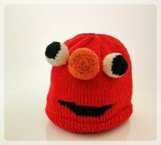 Elmo ist eine der beliebtesten Figuren des Enkels und weil ich über diese Anleitung stolperte war der Entschluss gefasst, der Enkelmützenkollektion eine Elmo-Mütze hinzuzufügen. Gestrickt ha…