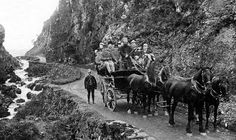 Tour Scotland Photographs: Old photograph of tourists on a horse and carriage tour through the Pass of Melford from Oban, Scotland.