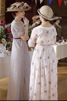 Ah Season UNO! Lady Mary Crawley and Lady Sybil Crawley in Downton Abbey (2010).