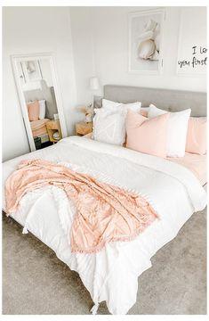 Dorm Room Designs, Teen Bedroom Designs, Bedroom Decor For Teen Girls, Teen Room Decor, Room Ideas Bedroom, Small Room Bedroom, Home Bedroom, Bedroom Inspo, Modern Girls Bedrooms