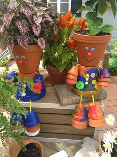 crafts adorable people by painting and connecting different size terra cotta pots! crafts adorable people by painting and connecting different size terra cotta pots! Clay Pot Projects, Clay Pot Crafts, Diy Clay, Craft Projects, Flower Pot People, Clay Pot People, Clay Flower Pots, Flower Pot Crafts, Painted Clay Pots