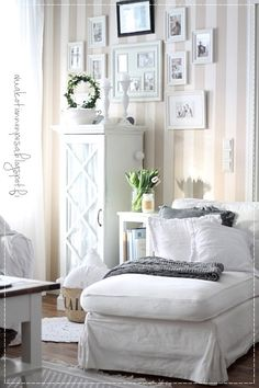 ight divan, neulepeitto, cottage-home, light the home, bright decor, H & M linen cushions Living Area, Living Room, Bright Decor, Cottage Homes, Home Fashion, Interior Inspiration, Ikea, Gallery Wall, Cushions
