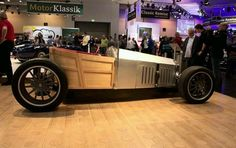 This appears to be scratch built with model T influences.Very cool ride.