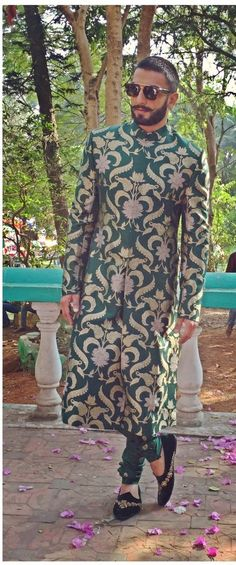 Ranveer Singh in Sabyasachi Heritage Menswear The Banarasi Collection. For the promotions of Bajirao Mastani. Indian Men Fashion, Mens Fashion Wear, Unique Fashion, Men's Fashion, Indian Look, Indian Man, Sabyasachi Collection, Indian Groom Wear, Bollywood Outfits