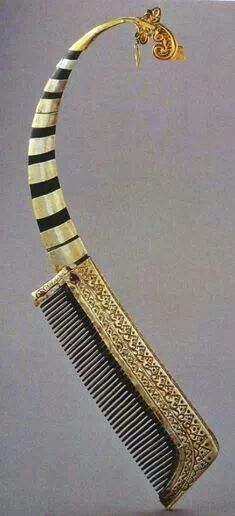 Curled comb from Sumatra, Indonesia. Made of silver, gold, and buffalo horn. This striking comb with silver and gold cladding mimics the shape of a rencong dagger.