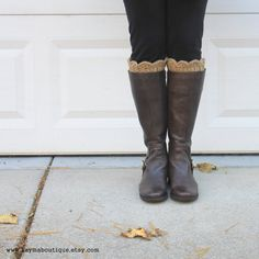 Scalloped Boot Cuffs Boot Socks in Toasted por KaymaBoutique