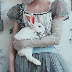 vaporwave dark Alice in wonderland dark art drink me 37 ideas for 2019 Cinderella Aesthetic, Princess Aesthetic, Disney Aesthetic, Blue Aesthetic, Vaporwave, We All Mad Here, Alice In Wonderland Aesthetic, Alice Liddell, Overlays