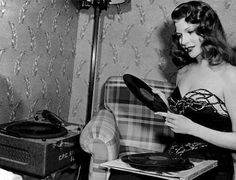 Rita Hayworth - Celebrities and vinyl, Celebrities and Records. Hollywood Music, Old Hollywood, Classic Hollywood, Rita Hayworth, Hedy Lamarr, Lana Turner, Record Players, Vintage Vinyl Records, 78 Records