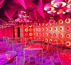Psychedelic Interior (Cantine for Publisher Spiegel, 1969 by Verner Panton - photos by Michael Bernhardi) Café Design, Pop Art Design, House Design, Vitra Design Museum, Panton Chair, Swivel Chair, Sofa Chair, Restaurant Design, Restaurant Lighting