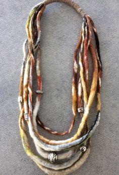 Felt necklace. www.insky-art.nl