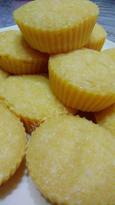 This Lecheroons recipe is super super delicious. It's more of a macaroons with leche flan on top. Heavenly dessert for any special occasion! Pinoy Dessert, Filipino Desserts, Asian Desserts, Filipino Recipes, Filipino Food, Bakery Recipes, Snack Recipes, Dessert Recipes, Cooking Recipes