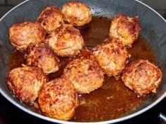 Fricandel pan is een een sorot gehakt brood. Heel makkelijk te maken en zowel warm als koud te eten. Ingrediënten: - ½ pond gehakt - 3 grote aardappelen - zout - peper - nootmuskaat - gemalen kruidnagel - knoflook - twee grote eieren Bereiding: Kook de...