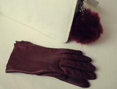 brelocuri #trendalert #whitebag #trinket #keyring #bag #spring #look #gloves #burgundy