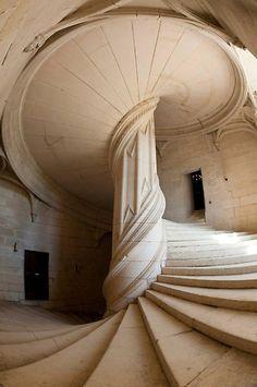 """geogalma: """" Escalera en el Castillo de Chambord, Francia; que la tradición atribuye a Leonardo Da Vinci. """""""