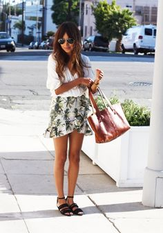 easy sandals , big bag, perfect skirt