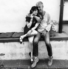 """La """"relazione aperta"""" tra Anthony Bourdain e Asia Argento (Dissapore) National Geographic, Anthony Bordain, Hotels In France, A Well Traveled Woman, Asia Argento, Nostalgia, Make Art, Alter, American History"""