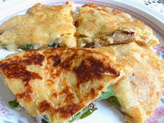 SPLENDID LOW-CARBING BY JENNIFER ELOFF: MIRACLE DOUGH CHICKEN VEGGIE QUESADILLAS ~ Works better than with tortillas! Tastes better too, I think. Visit us for more super recipes at: https://www.facebook.com/LowCarbingAmongFriends