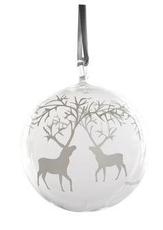 Muurlan Poro -sarjan tuotteilla luot pohjoisen talven tunnelmaa kotiisi. Lasinen Poro koristepallo sopii myös joulukuusenkoristeeksi.