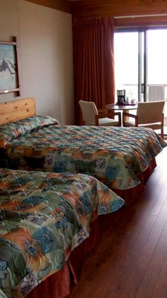 motel in Quebec for whale watching Whale Watching, Motel, Quebec, How To Plan, Bed, Furniture, Home Decor, Stream Bed, Interior Design
