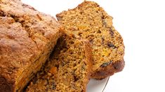 I love baking and Mum's fruit tea loaf instantly reminds me of home it's almost like a safety blanket, I always feel better for it. Epicure Recipes, Loaf Recipes, Lunch Box Recipes, Cooker Recipes, Sunday Recipes, Brunch Recipes, Tea Brack Recipe, Easy Brunch Menu, Pumpkin Tea