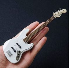 The World of the Bass Guitar Bass Guitar Chords, Fender Bass Guitar, Bass Guitar Lessons, Guitar Amp, Fender Bender, Fender Squier, Band Photos, Music Images, Cd Cover